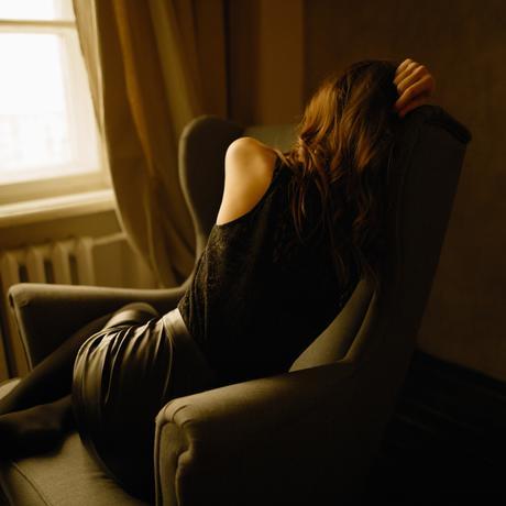 Depression einsame Frau Kontakte Zierliche