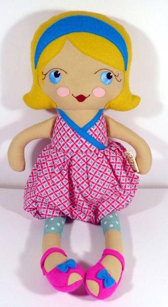 Mädchen um süße Puppe Bst